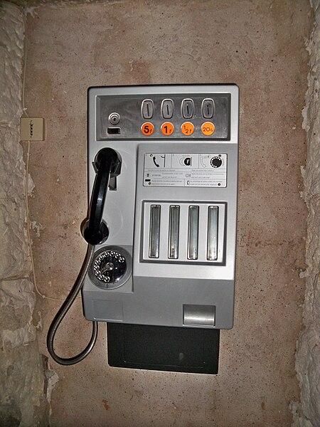 Fichier:Cabine téléphonique.JPG
