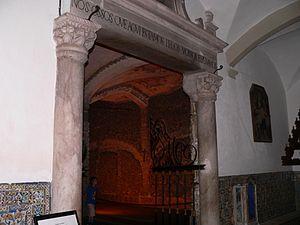 Capela dos Ossos - Image: Capela dos ossos entrada