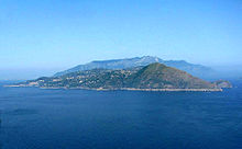 220px-Capri-view_to_sorrento.jpg