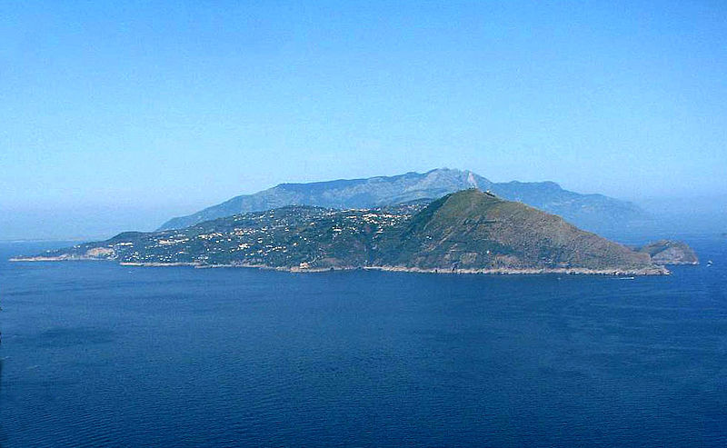 File:Capri-view to sorrento.jpg