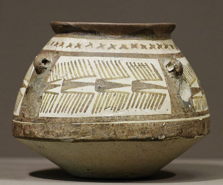File:Carinated jar Louvre Sb23371.jpg