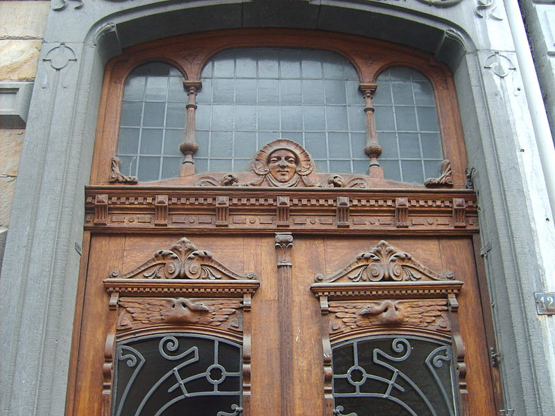 File carved door of hôtel verlaine liège belgium