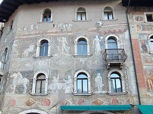Case cazuffi rella wikipedia - Dipingere la facciata di casa ...