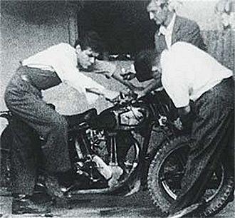 The Motorcycle Diaries (book) - Guevara (left) kick starts La Poderosa whilst holding the handlebars