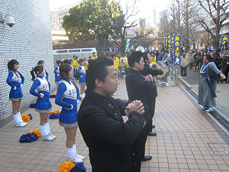 Ekiden - Typical university cheering leaders at a collegiate ekiden race, with mixture of American style cheerleaders and traditional Japanese yell leaders