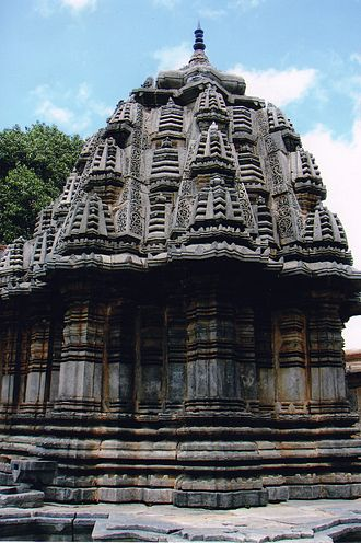 1240s in architecture - Image: Close up of the vimana in Sadashiva Temple at Nuggehalli