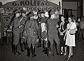 Collectie NMvWereldculturen, TM-60042261, Foto- Officieren op het station Koningsplein te Batavia, 1945-1950.jpg