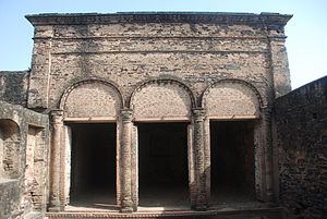 Hemu's Samadhi Sthal - Image: Colonial architecture in Hemu's Haveli in Rewari