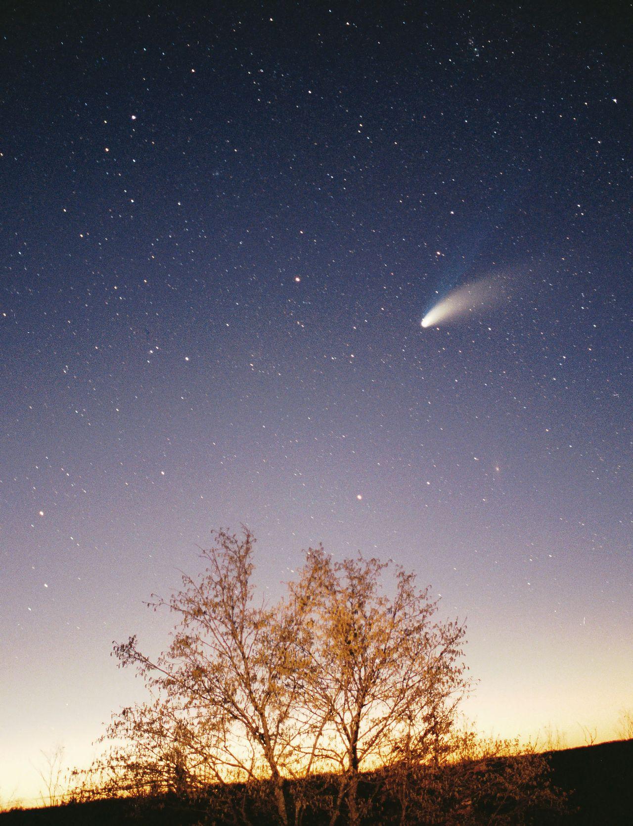Ja som mal za život možnosť vidieť jednu kométu voľným okom a myslím, že to bola táto – Hale-Bopp komáta v roku 1997.