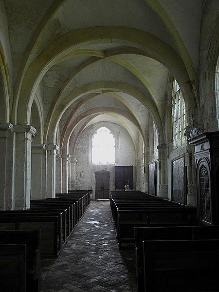 Intérieur de l'église Saint-Loup à Courlon-sur-Yonne (89).