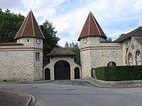 Coutençon château porte d'entrée.jpg