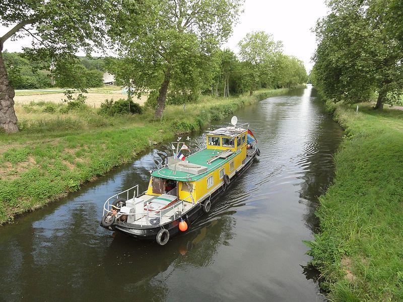 Crévéchamps (M-et-M) canal de l'Est avec bateau