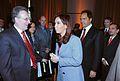 Cristina Fernandez y Anthony Wayne.jpg