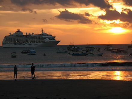 A Royal Caribbean Cruise ship docked near the beach at San Juan del Sur in Southern Nicaragua. Crucero en San Juan.jpg