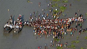 Cyclone Sidr - Cyclone victims lining up for aid boats in Bangladesh
