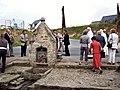 Départ du pardon devant la fontaine Saint-Guénolé.jpg