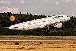 D-AIZN Lufthansa Airbus A320-214 departing via Rwy18 to Stuttgart (STR) @ Frankfurt - Rhein-Main International (FRA) - 15.07.2015 (22030012186).jpg