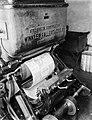 De vervaardiging van de stype-vorm welke op de cilinders van de krantenrotatiepe, Bestanddeelnr 252-0351.jpg