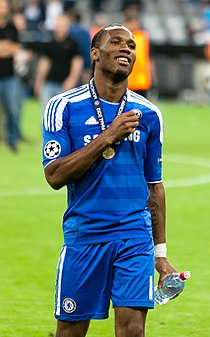 Дидье Дрогба с золотой медалью после победы в Лиге чемпионов