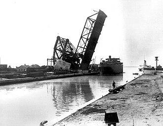 Cherry Street lift bridge - Image: Drawbridge over the Don River, ca. 1915