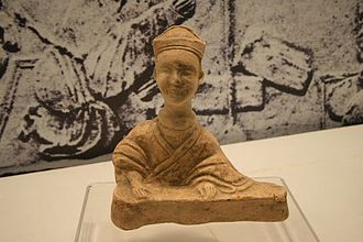 History of the guqin - A ceramic figurine of a guqin player, from the Pengshan Tomb of Sichuan, dated Eastern Han Dynasty (25-220 AD)