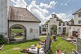 Ebenthal Radsberg Pfarrkirche hl. Lambert Vorhalle und Friedhofseingang. 12062019 6768.jpg