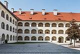 Eberndorf Stiftsgebäude barocker Arkadenhof 28082018 4326.jpg
