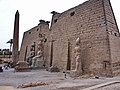 Entrance to Luxor Temple 盧克索神廟入口 - panoramio.jpg