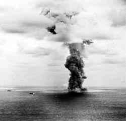 Explosion of the Japanese battleship Yamato, 7 April 1945 (NH 62584).jpg