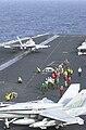 FA-18 Start auf Flugzeugtraeger.jpg