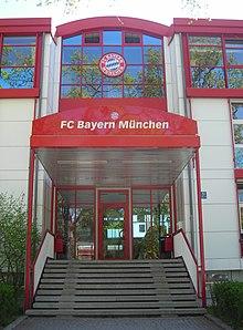 Le Mag Bavarois 220px-FCB_HQ-entrance