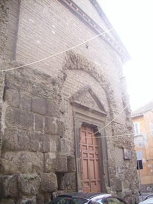 Castra Albana - The gate of San Pietro in the quarter of Cellomaio in the centre of Albano Laziale: La porta della chiesa di San Pietro nel quartiere di Cellomaio al centro di Albano Laziale: the church is formed from a room of the Baths of Caracalla.