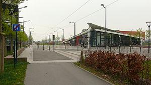 University of Valenciennes and Hainaut-Cambresis - Image: Famars Resto U et tramway à Moriamez Recherche