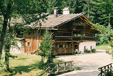 An old farmhouse at the Salzburger Freilichtmuseum in Grossgmain near Salzburg, Austria Farmhouse museum.JPG