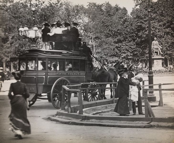File:Fifth Avenue Coach Madison Square Park, 1900.jpg