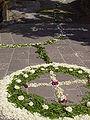 Fiumalbo infiorata 2010 croce in cerchio 2.JPG