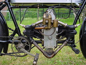 Flat twin engine - Flat-twin engine in a 1912 Douglas N3, with its cylinders mounted along the frame