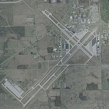 Fort Wayne International Airport - USGS 10 April 2002.jpg