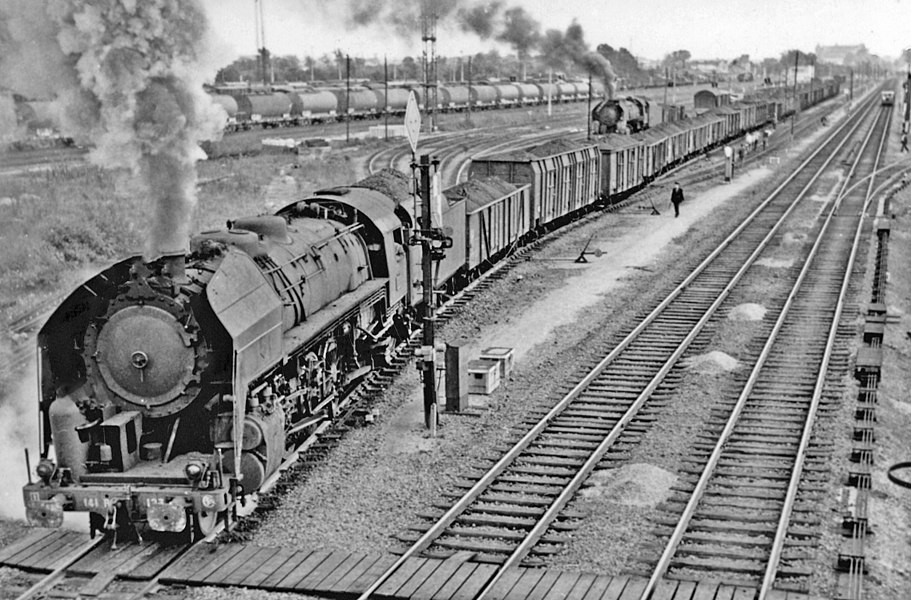 Westbound mineral leaving Chalons-sur-Marne (Marne) on the Est main line to Paris with an American class 141-R 2-8-2, 1958.
