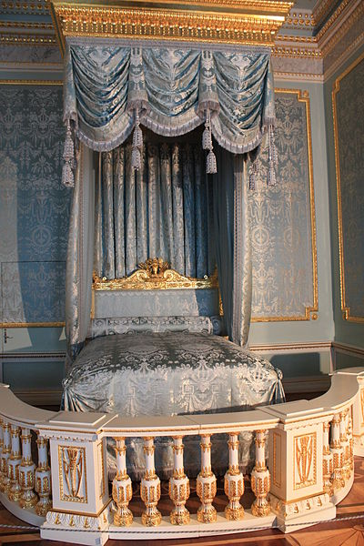 File:Front bedchamber in Gatchina.jpg