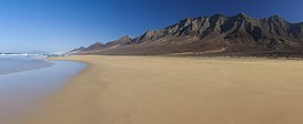 Fuerteventura, Canary Islands, panorama of Cofete beach on Jandia Peninsula.jpg