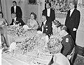 Galadiner in de Ambassade van Oostenrijk . Koningin Juliana, Scharf, Beatrix en , Bestanddeelnr 912-4939.jpg