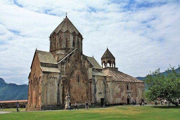 https://upload.wikimedia.org/wikipedia/commons/thumb/d/df/Gandzasar_Monastery.JPG/600px-Gandzasar_Monastery.JPG