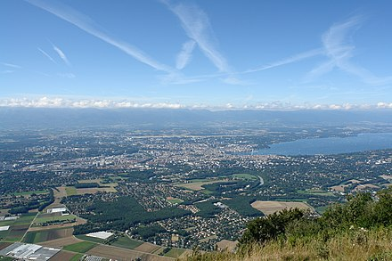 The Geneva area seen from the Saleve in France. The Jura mountains can be seen on the horizon. Geneve vue du Saleve.jpg