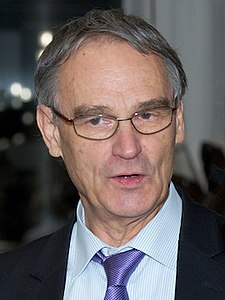 Gerd Binnig at the Memorial Symposium for Heinrich Rohrer (cropped) 2.jpg