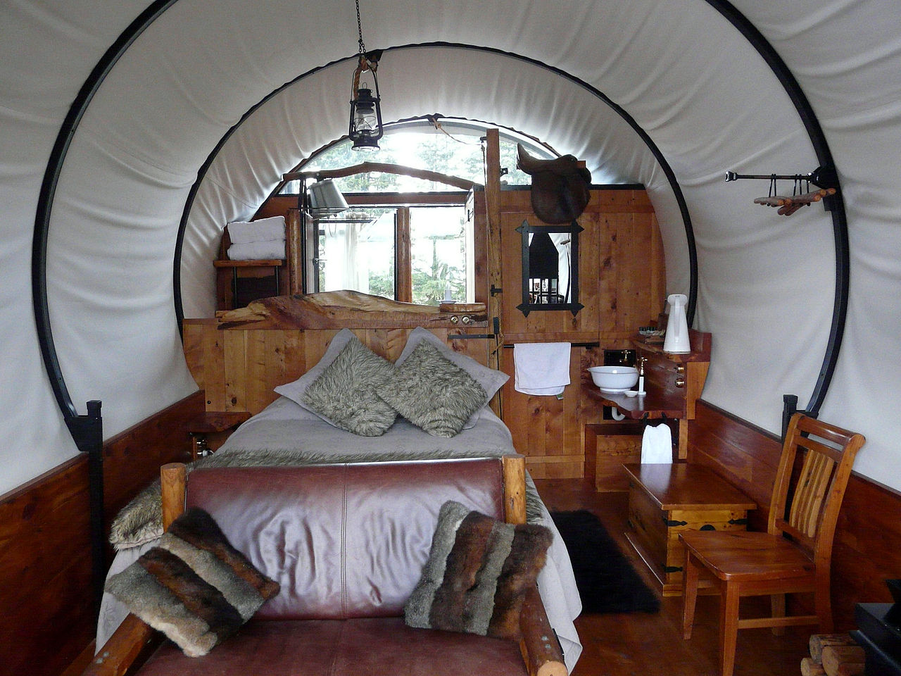 an image of glamping 1,280 × 960 pixels