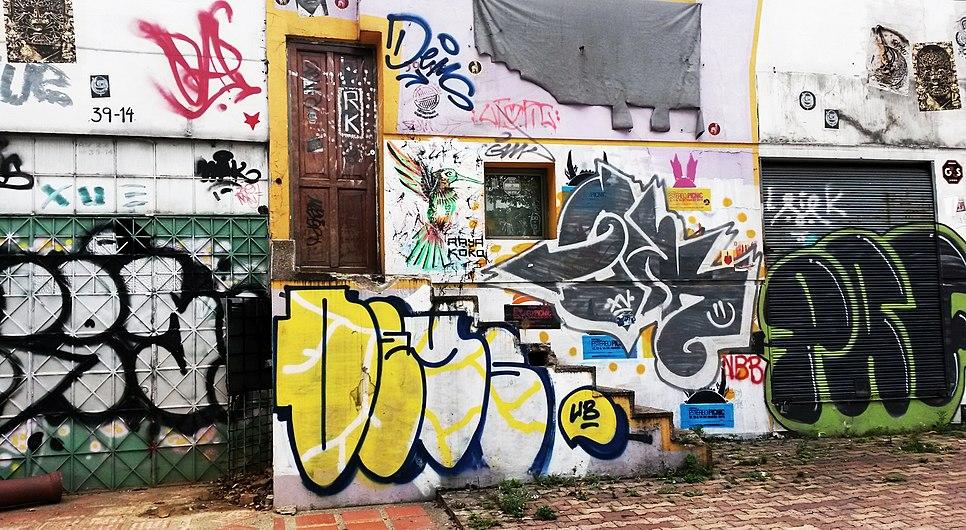 Graffiti en el Parkway.jpg