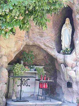 Grotta di Lourdes al Trompone