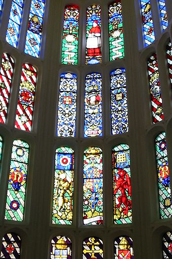 Stained glass windows in the Great Watching Chamber. Hampton Court Avri 2009 35.jpg