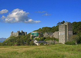 Harlech College and castle.jpg